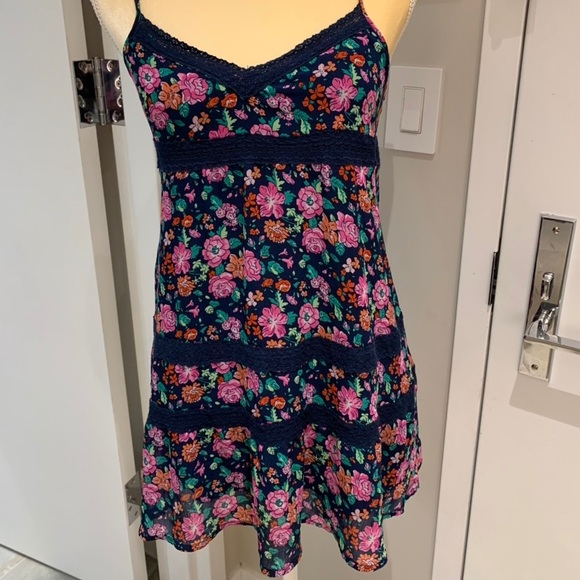 Abercrombie & Fitch Dresses & Skirts - Abercrombie & Fitch Floral Lace Blue Mini Dress